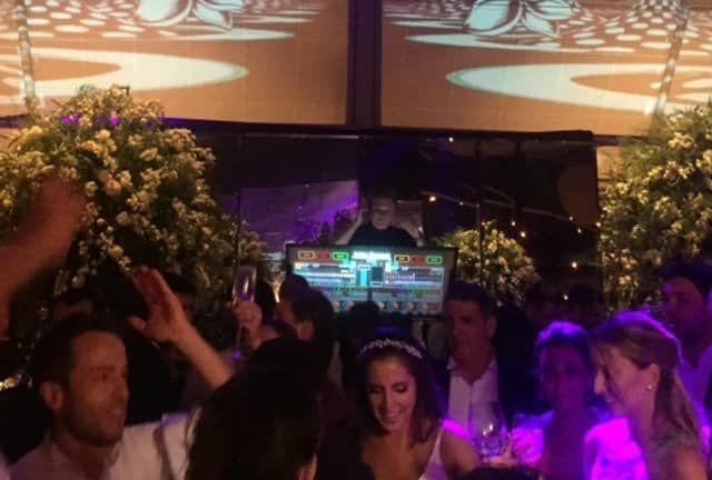 DJ Andre Werneck tocando