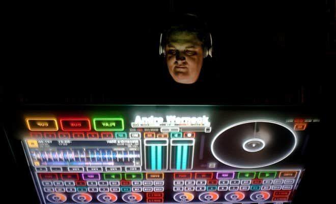 Reunião com o DJ